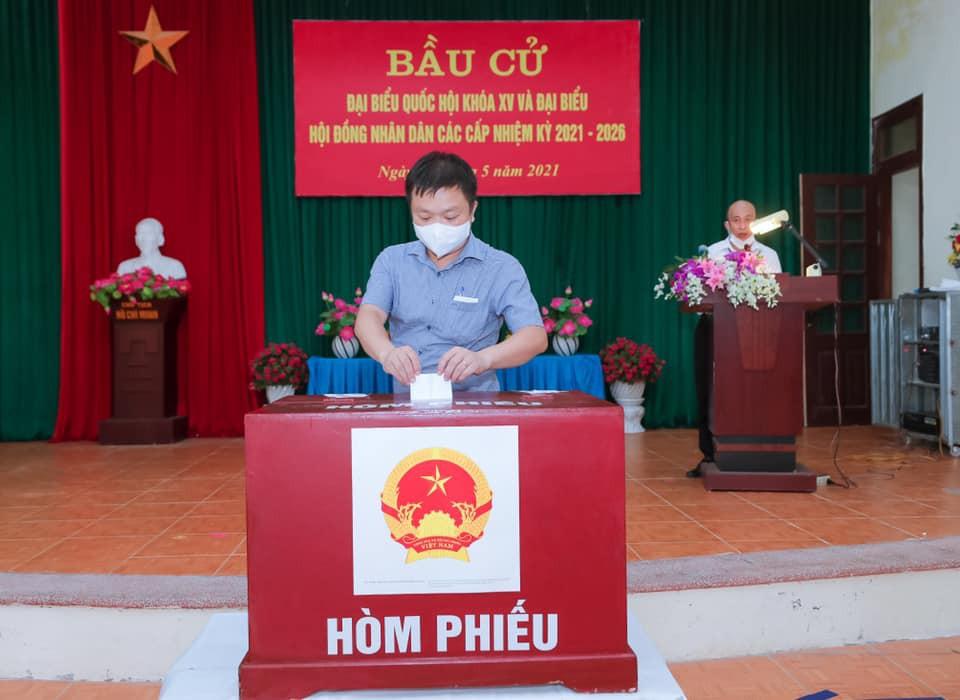 Viên chức, người lao động và sinh viên Trường ĐHSP Hà Nội 2 cùng cử tri cả nước hào hứng tham gia Ngày hội non sông
